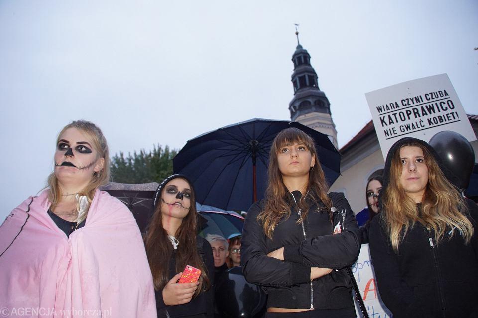 Zdjęcie numer 73 w galerii - Czarny protest w Zielonej Górze: