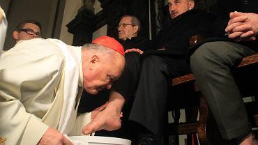 Kardynał Kazimierz Nycz podczas Triduum Paschalnego - Mszy Wieczerzy Pańskiej w Bazylice Archikatedralnej św Jana Chrzciciela w Warszawie
