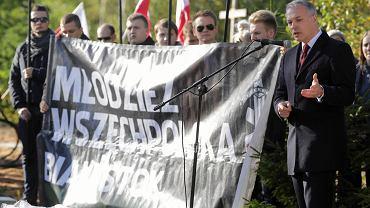 Jacek Żalek wspólnie z Młodzieżą Wszechpolską w sanktuarium w Świętej Wodzie pod Wasilkowem przy okazji uroczystości ku czci Żołnierzy Wyklętych.