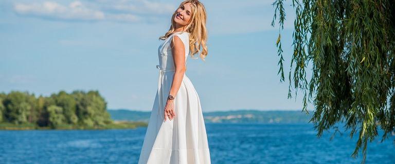 Te sukienki midi na wesele to klasa sama w sobie! TOP fasony na lato 2021!