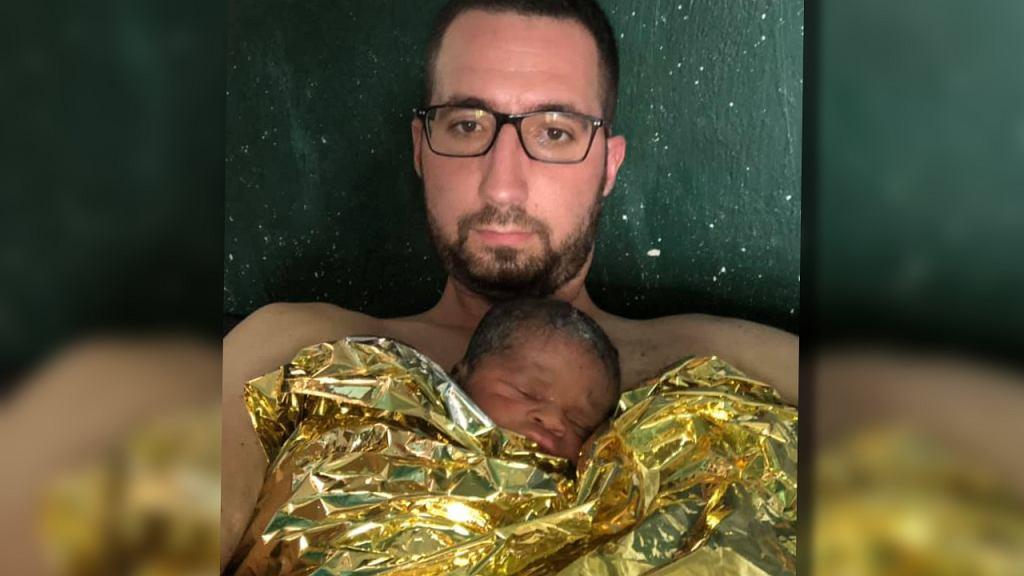 Brat Maciej Jabłoński zrobił z siebie 'żywy inkubator'. Uratował noworodka