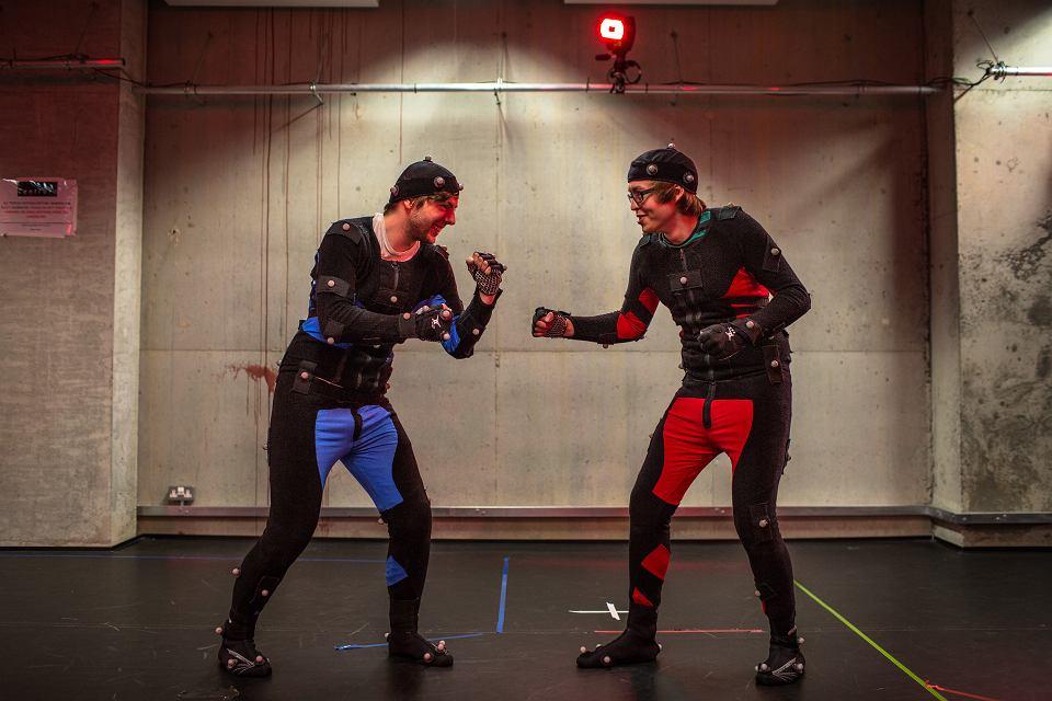 Jeśli gra wymaga nagrania ruchu postaci, pomocą twórcom służą studenci aktorstwa.