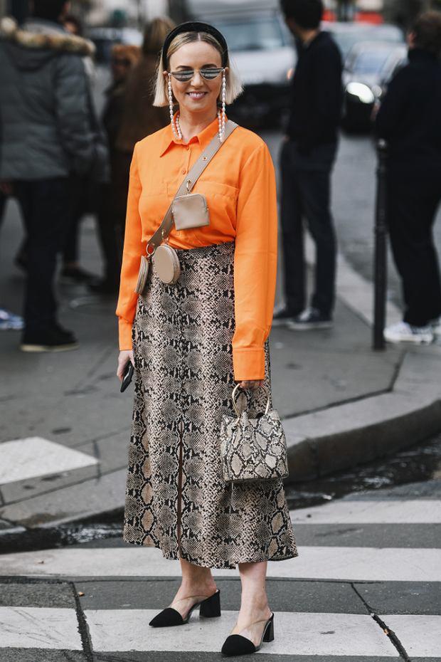 Pomarańczowa koszula idealnie sprawdzi się w tym sezonie