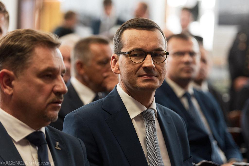 Premier Mateusz Morawiecki przyjechał do Gdańska z okazji rocznicy Sierpnia '80. Przed Europejskim Centrum Solidarności, a potem pod Salą BHP, pojawili się protestujący. Interweniowała policja.