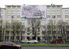 Akcja Greenpeace na dachu ministerstwa. Protestują przeciwko wycince Puszczy Białowieskiej [ZDJĘCIA i WIDEO]