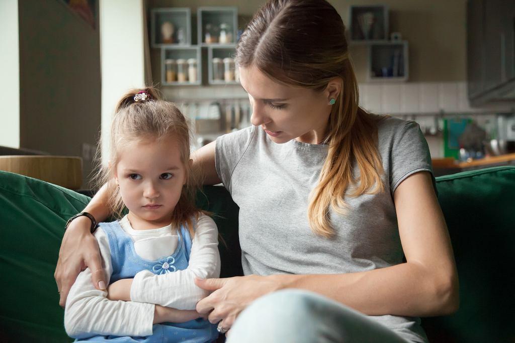 Po czym poznać, że następuje regres w rozwoju dziecka? Dziecko zaczyna zachowywać się jak niemowlę
