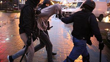 Zatrzymanie jednego z uczestników protestów, Mińsk, 27 września 2020 r.