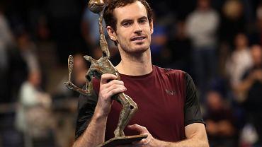 Andy Murray z pucharem za zwycięstwo w Antwerpii