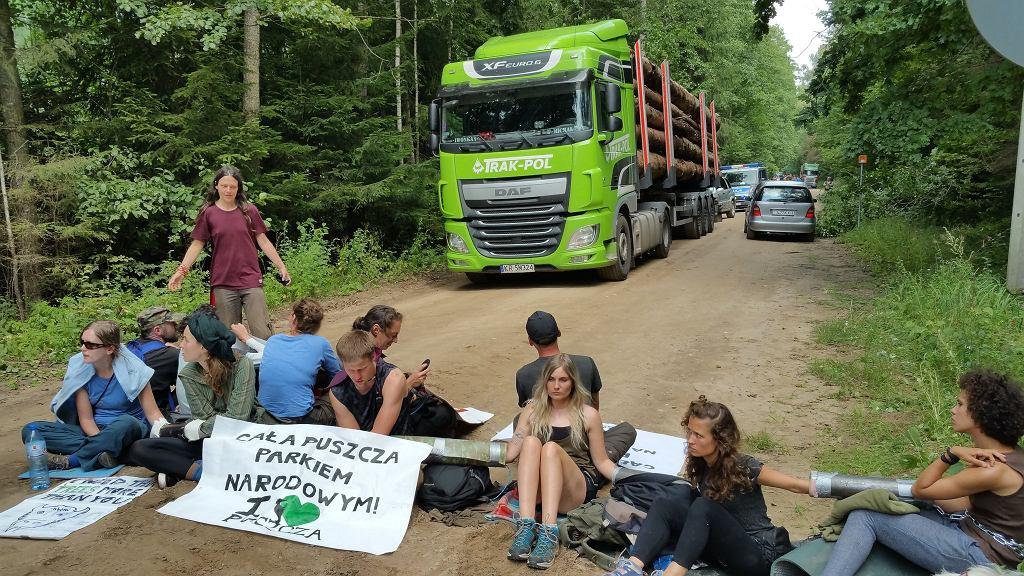 Aktywiści blokujący ciężarówki
