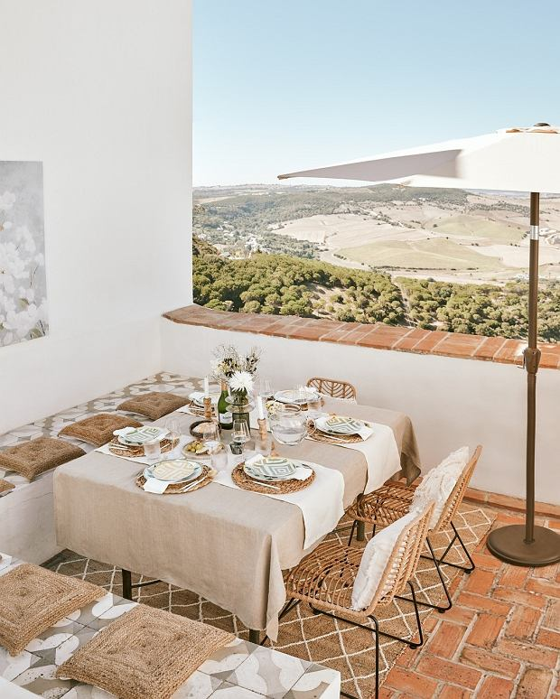 Obrus na stół prostokątny - jak wybrać idealny? Te kwestie warto znać