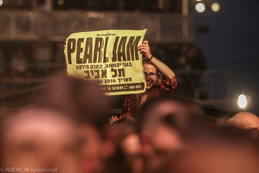 Fani witają zespół Pearl Jam