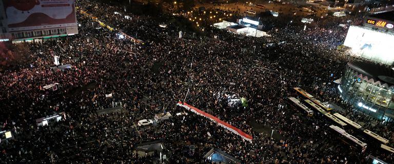 Ok. 100 tys. osób na marszu w stolicy, doszło do ataków na protestujących