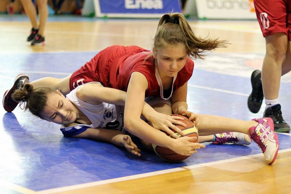 Koszykarskim mistrzem Polski w kategorii U-14 podczas finałowego turnieju w Gorzowie zostały dziewczynki Ślęzy Wrocław. Drużyna AZS PWSZ zajęła ósme miejsce