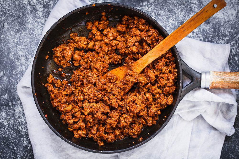 Mięso mielone to rodzaj mięsa oddzielonego od kości, a następnie zmielone lub rozdrobnione na małe kawałki.