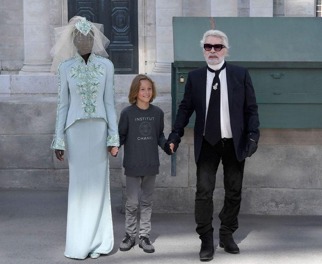 Karl Lagerfeld i jego chrześniak na pokazie Chanel
