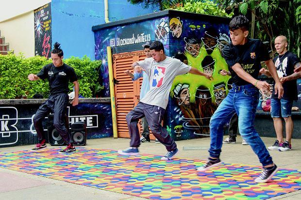 Pokaz taneczny w Comuna 13.