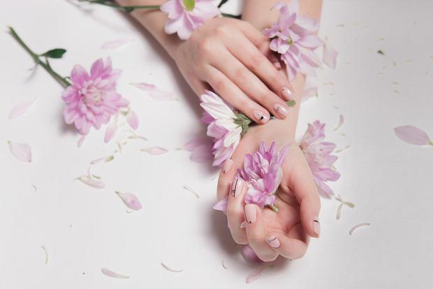 Jakie paznokcie na lato? Przewodnik po najmodniejszych kolorach i wzorach manicure