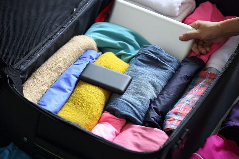 Pakowanie walizki/ Fot. Shutterstock