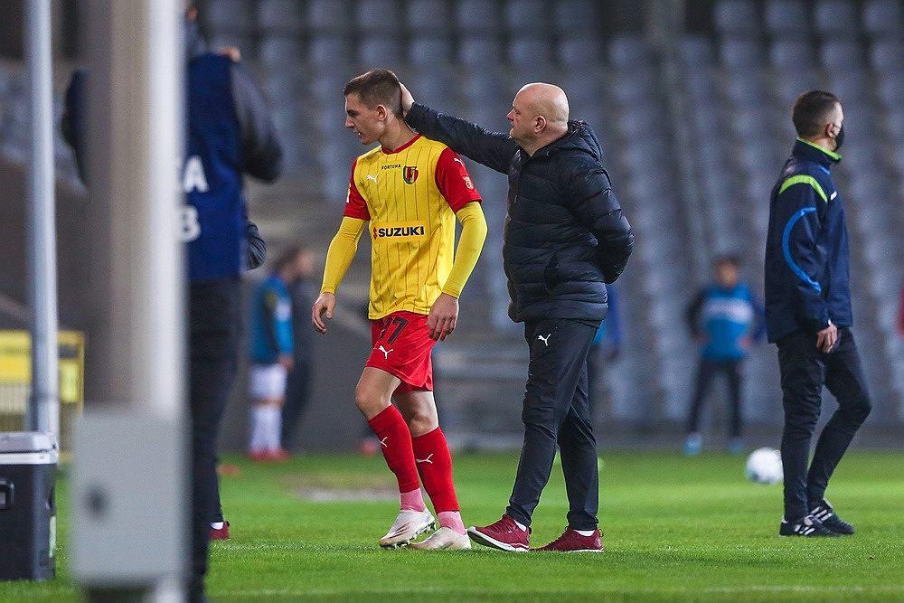 Iwo Kaczmarski, obok trener Maciej Bartoszek