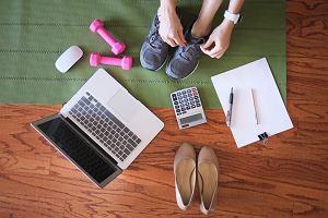Ćwiczenia przy biurku: jak zadbać o zdrowie w pracy?
