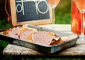 Terrina z gotowanej szynki, wieprzowiny i cielęciny