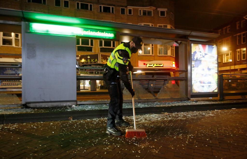 W Niderlandach doszło do starć z policją po protestach przeciwko godzinie policyjnej