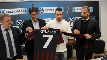 Adam Gyurcso podczas konferencji prasowej po podpisaniu przez kontraktu z Pogonią Szczecin