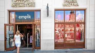 Jeden z salonów Empik - tu nieczynny już punkt przy rynku głównym w Krakowie