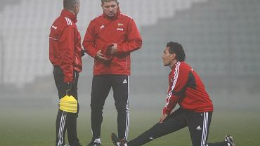 Trening piłkarzy Lechii. Od prawej: Ricardo Moniz, Ryszard Robakiewicz i Tomasz Unton