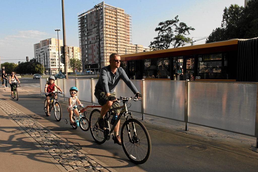 z dziećmi na rowerze