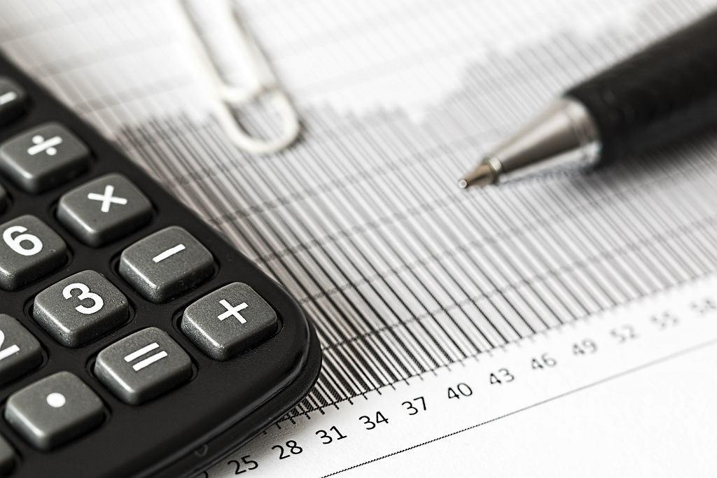 Rozliczenia naszej firmy można powierzyć biuru rachunkowemu lub zająć się tym samemu