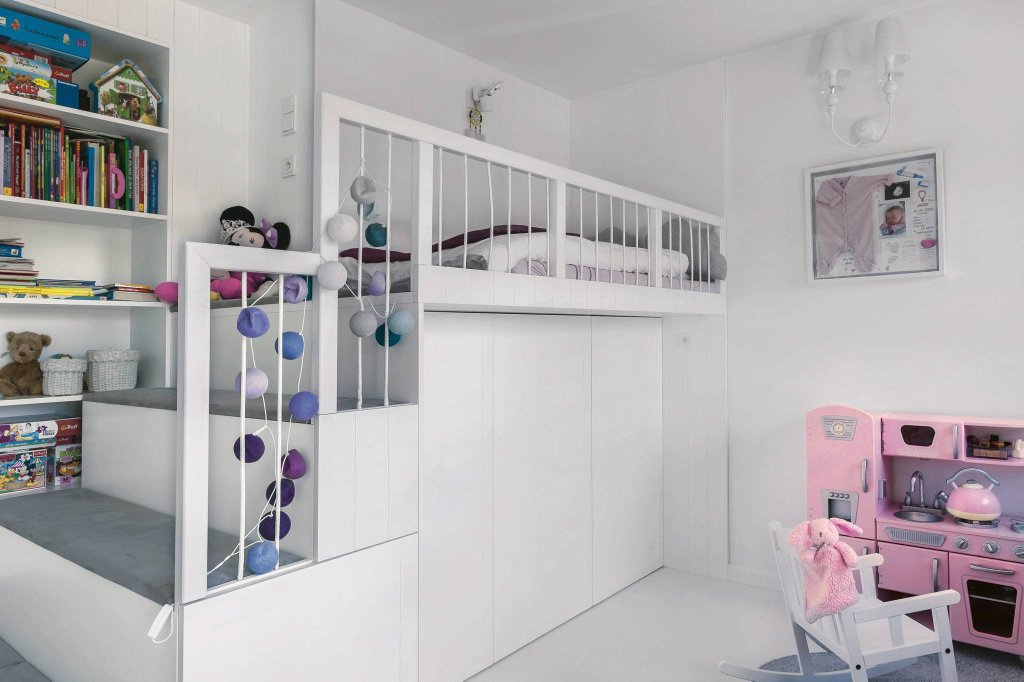 Biały pokój dziecięcy