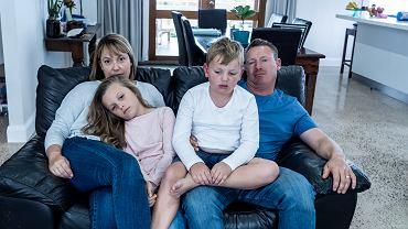 FCoronavirus,Lockdow.,Bored,Family,Watching,Tv,Helpless,In,Isolation,At