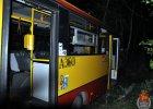 Kierowca miejskiego autobusu miał prawie 3 promile. Uderzył w drzewo