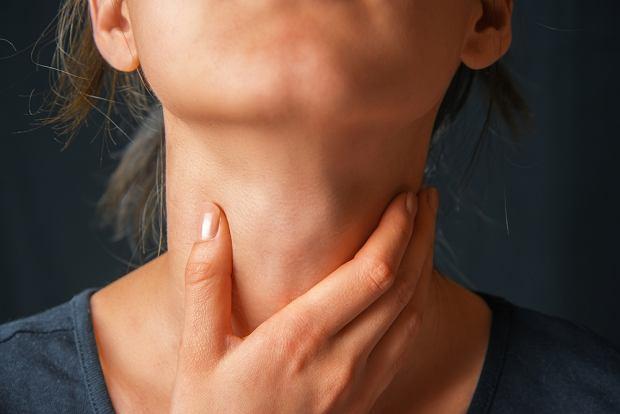Ból gardła - przyczyny, objawy i leczenie. Domowe sposoby na ból gardła