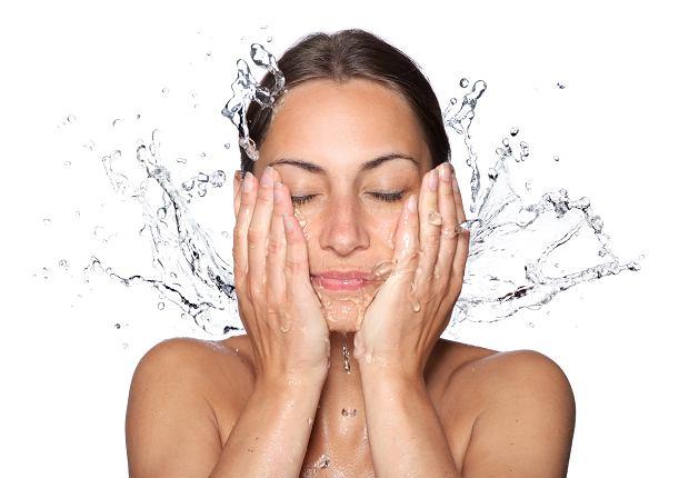 Nawilżenie skóry jest niezbędnym elementem pielęgnacji