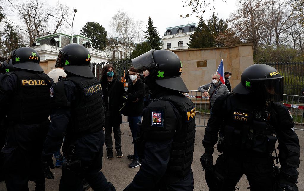 Czechy. Protest przed ambasadą Rosji w Pradze.