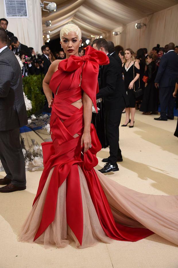 Zdjęcie numer 32 w galerii - MET Gala 2017. Jennifer Lopez z nowym partnerem i Rihanna w najdziwaczniejszej kreacji wieczoru