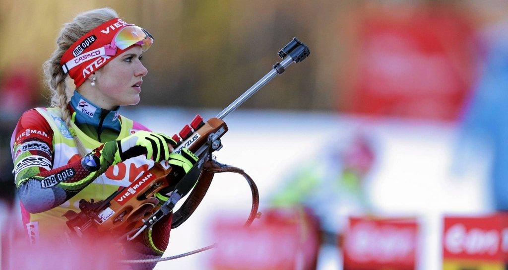 Gabriela Soukalova strzela w Ruhpolding w styczniu 2014 r. Jako że to były zawody indywidualne, także wygrała