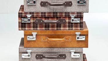<B>Często skórzane, bez kółek, z uchwytem na dłoń, zwykle w różnych odcieniach brązu, z nitami - tak kiedyś wyglądały walizki. Dziś leżą na strychach lub śmietnikach, lecz co jakiś czas trafią w ręce miłośnika vintage i zyskują nowe życie. Nie zapomnieli o nich także projektanci: z inspiracji starymi walizkami powstały jedyne w swoim rodzaju meble i dodatki, które, mimo że nowe, od razu zyskały duszę?</B>