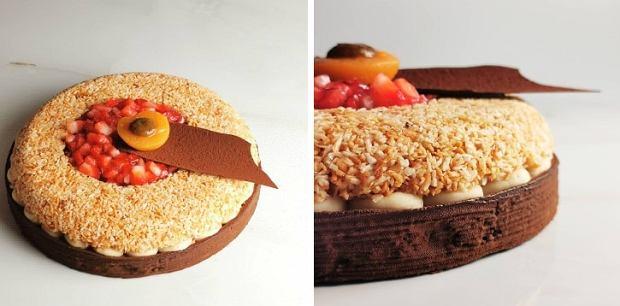 'Ta tarta to ciasto kruche czekoladowe, z zapiekanym kremem kokosowym, cremeux kokosowym, cremeux morelowym. Do tego świeże truskawki i sezamek z kokosu'