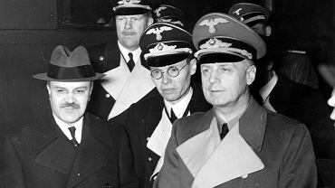W pierwszym rzędzie od lewej: Wiaczesław Mołotow i Joachim von Ribbentrop.