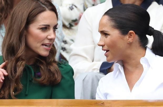 Meghan Markle pojawiła się na finale Wimbledonu w towarzystwie księżnej Kate. Niespodziewanie z ich twarzy nie schodziły uśmiechy. Według eksperta od mowy ciała zachowanie księżnych było całkowicie szczere. A jednak, przyjaciółki!