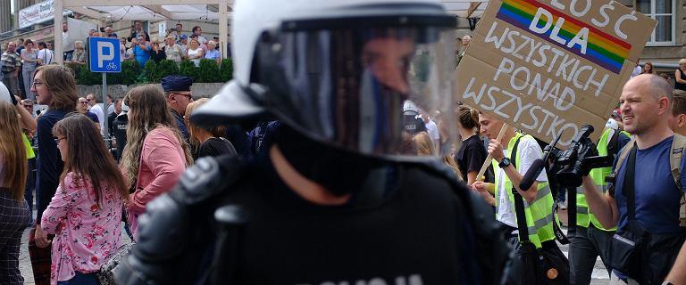 Incydenty w Białymstoku. Kibice próbowali zablokować Marsz Równości