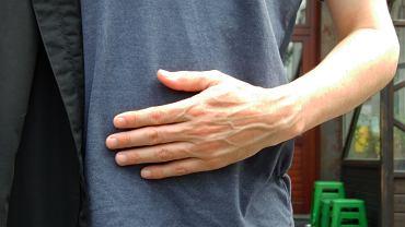 Ból lewej ręki może mieć wiele przyczyn, nie musi chodzić o zawał serca.