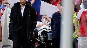 12.06.2021 Dania, Kopenhaga. Przytomny Christian Eriksen przewożony przez ratowników poza stadion.