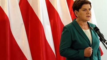Jeszcze jako kandydatka PiS na urząd premiera, posłanka Beata Szydło podczas konferencji prasowej krytykowała stanowisko premier Ewy Kopacz w sprawie liczby uchodźcow których ma przyjąć Polska, 23.09.2015