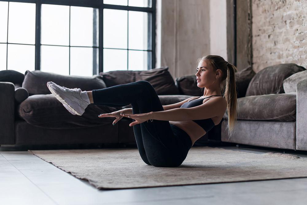 Ćwiczenia na mięśnie brzucha - trening z Mel B. Zdjęcie ilustracyjne