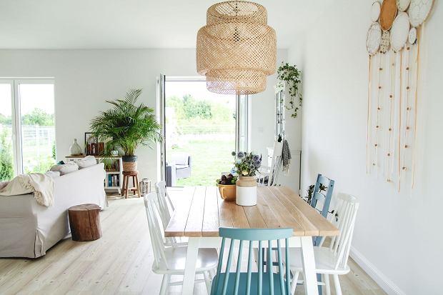 Aranżacja salonu inspirowana naturą