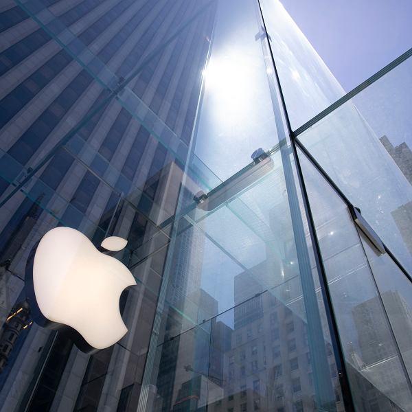 Sklep Apple na Piątej Alei w Nowym Jorku.